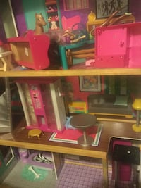 Doll house Seattle, 98126