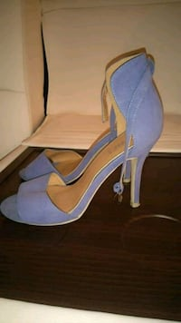 Blue heels size 9/10 negotiable Montreal, H3G