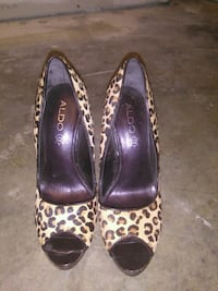 pair of brown-and-black leopard print pumps New Westminster, V3M 6G3