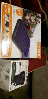 Twin air mattress with electric pump Wheeling, 60090