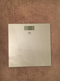 white and gray Samsung Galaxy Tab tablet 537 km