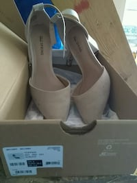 Girls tan shoes  size 6