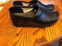 Pair of black leather clogs size 42 yes