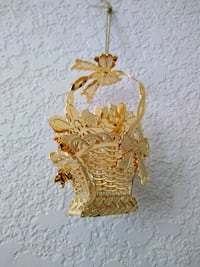 1993 Gold Poinsettia Basket Ornament Selah, 98942