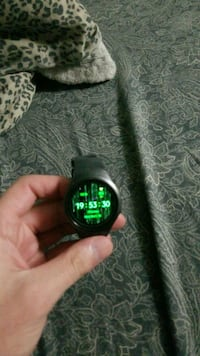 Used Samsung Gear S2 with charging dock 31 km