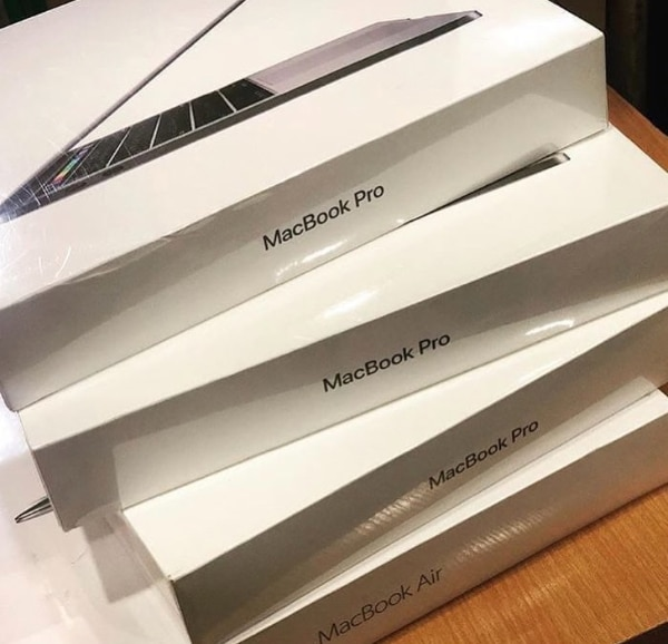 MacBook Pro/Air 2018 & 2019 ON SALE!! LOWEST PRICE EVER BUY ONE GET ONE  FREE!!