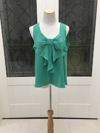 Teal scoop neck tank top with bow sz large  Richmond, V7A 3H2