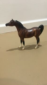Bay Arabian Breyer Model Horse Hoover, 35124