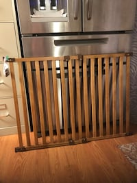 Swinging baby gate with hardware $20 Gaithersburg, 20877