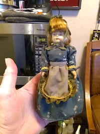 doll in blue and yellow dress Metairie, 70001