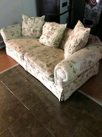 floral couch Langley City, V3A