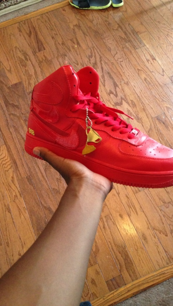 9415bb2e191c5 Used unpaired red Nike Air Jordan high top basketball shoe for sale in  Acworth - letgo