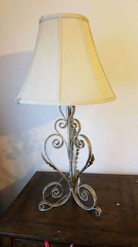 black metal base with white lampshade table lamp Oakland Park, 33309