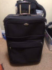 Large Ricardo Beverly Hills  Suit Case in EUC Calgary, T3J 5G6