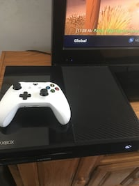 Xbox One console with controller and box Lomita, 90717