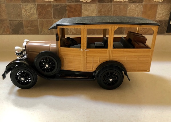 """JIM BEAM'S 1929 MODEL A FORD """"WOODIE STATION WAGON DECANTER"""