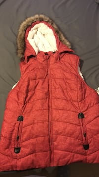 SUPER COMFY vest with fur hood. Brand new XL Chantilly, 20152