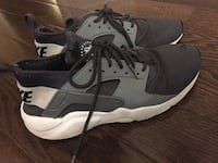 pair of gray-and-black Nike Huarache Whitby, L1P