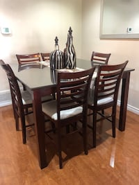 Dining table  with chairs Mississauga, L4T 2P7