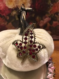Beautiful! Sparkly Gold Ruby Red Stone Leaf Pin/Brooch Gainesville, 20155