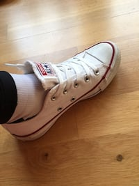 unpaired hvite Converse All Star low tops sneakers Averøy, 6530