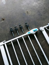 Baby gate like new with all hardware Wonder Lake, 60097
