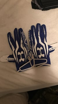 Blue-and-white under armour gloves Mecosta, 49346