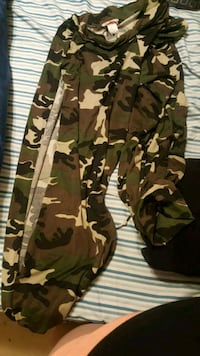 green and brown camouflage pants Fredericksburg, 22401