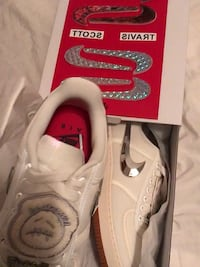 white-and-red Nike basketball shoes Colwyn, 19023