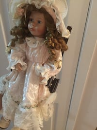 Doll with chair. Vintage like new. Collectors edition.  Brossard, J4W 1Z1