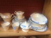 white-and-blue ceramic dinnerware set Duncan, V9L