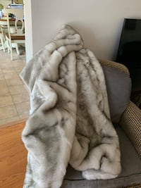 White and grey faux fur blanket , 08027