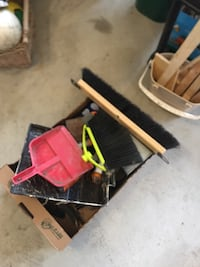 Box of old tools and stuff Vaughan, L0J 3X6