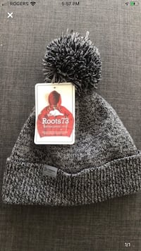 Brand new Roots toque- never been worn, tags on! Toronto, M5V