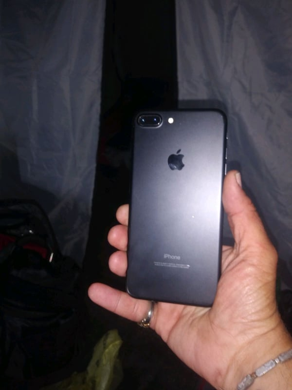 Iphone 7 plus brand new in perfect condition  d4419d21-9d69-4472-8e08-bf501e3afe4b