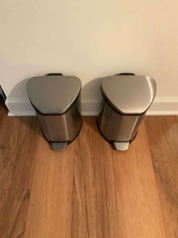 Pair of stainless steel trash cans. 9ea0fe60-0487-4151-b694-f522d0556e56