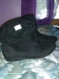 pair of black suede boots Virginia, 55792