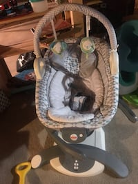 baby's gray and white bouncer 3152 km