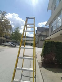 yellow and grey a-frame ladder