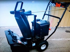 "Snowtek 28"" ten horse snowblower"