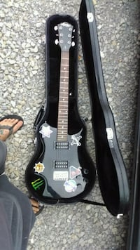 black electric guitar with case Rock Spring