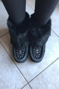 Moccasin Boots: Cozy and Cute (Size 6)  Toronto, M9M 1H6