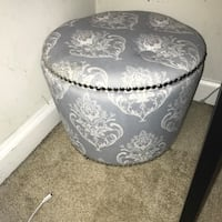 round gray and white floral ottoman chair Arlington, 22201