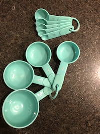 Measuring cups and spoons  2238 mi