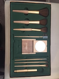 Holt Renfrew makeup set
