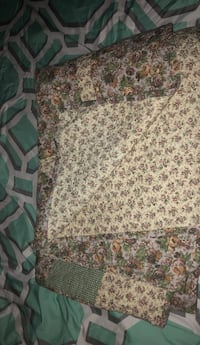 Floral homemade quilt. Hinesville, 31313