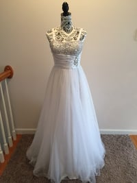 Beautiful white long dress prom military ball women's size Small Fayetteville, 28306