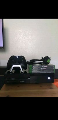 black Xbox 360 console with controller Bakersfield, 93312