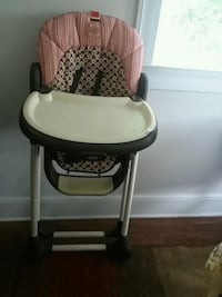 baby's white and black high chair Arlington, 22201