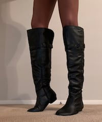 Size 9.5 knee high boots Duluth, 30096